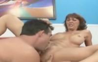 Porno cuckold con una puttana matura