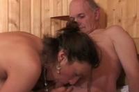 Troia 18enne si gode un cazzo maturo nella sauna