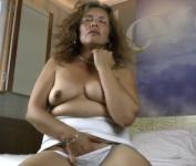 Troia matura si masturba in webcam