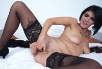 Brunetta matura si masturba la figa