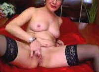 Zoccola perversa si masturba in webcam