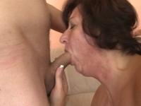 Nonna perversa chiavata da giovane nipote
