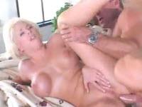 Porno vintage con una bionda inculata