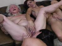Sesso a tre con ragazze lesbiche arrapate