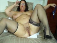 Un dildo nero per la casalinga arrapata