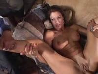 Porno cuckold con una mora tettona