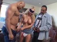 Porno cuckold con una puttana pompinara